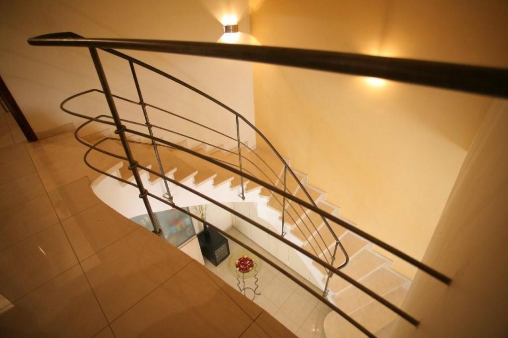 מדרגות שיש מבריקות